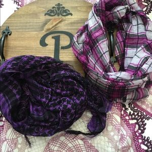 Accessories - Lot of 2 scarfs